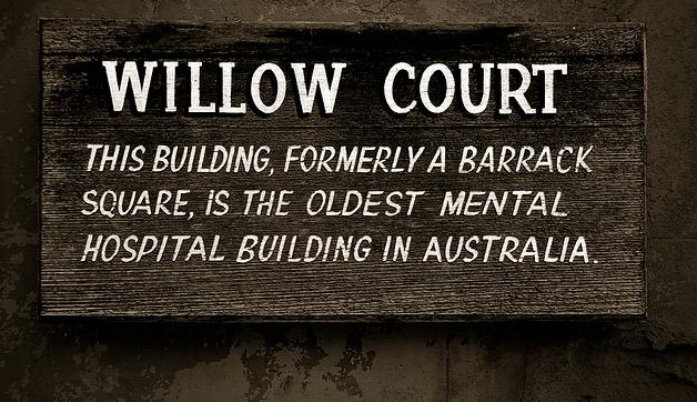 Willow Court Sign